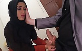 Muslim Lady with a Head Scarf Gives a Nice Blowjob for the Biggest Cock She Has Ever Seen